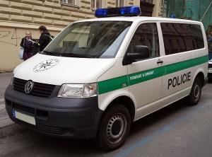 VW Transporter bílo-zelený policie